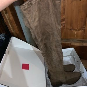 ALDO KNEE HIGH BOOT SZ 37